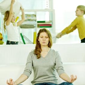Meditating-mom ma yoga online class
